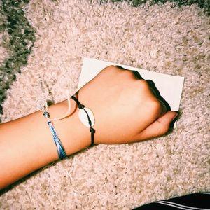 Tie shell bracelet